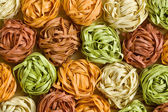 Tagliatelles de pâtes colorées — Photo
