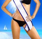Mulher com fita adesiva do concurso de beleza — Foto Stock