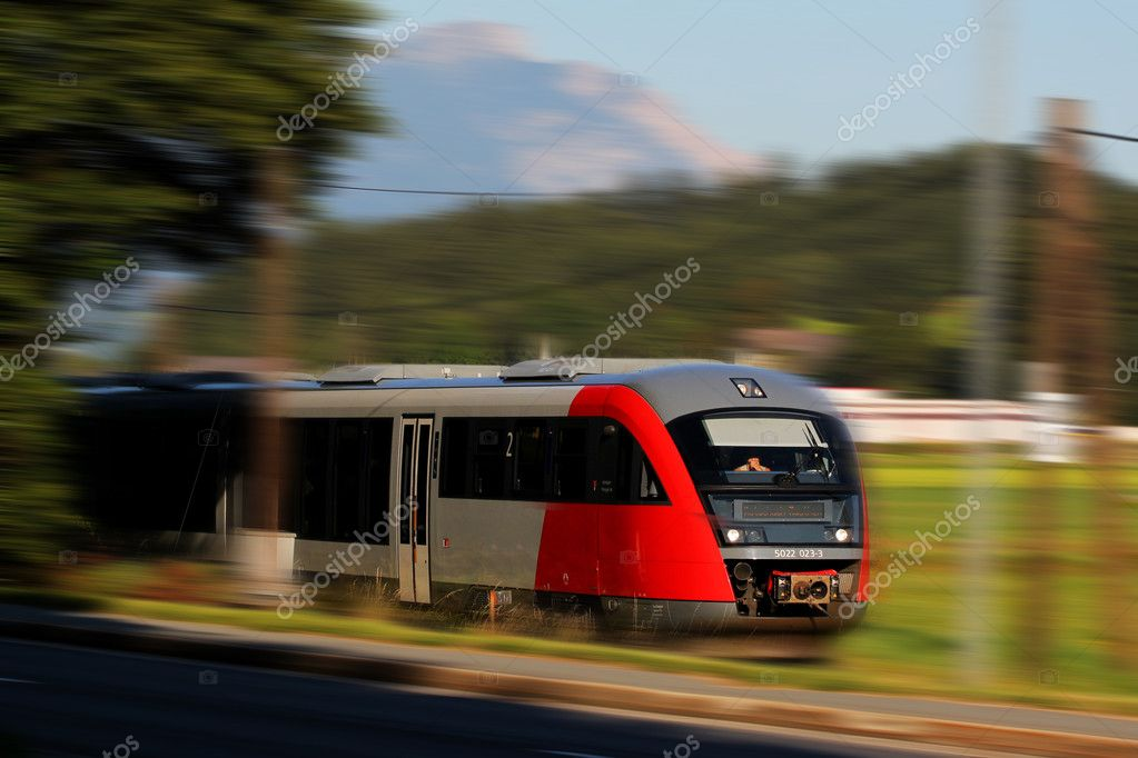 Fast train in mountain landscape in the Alps, Austria — Stock Photo #6818174