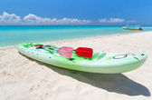 Kayak on the beach — Stock Photo