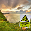 Cliffs can kill sign — Stock Photo