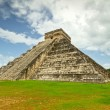Kukulkpyramid in Chichen Itza — Stock Photo #7504546