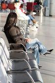 Wachten op een vliegtuig — Stockfoto