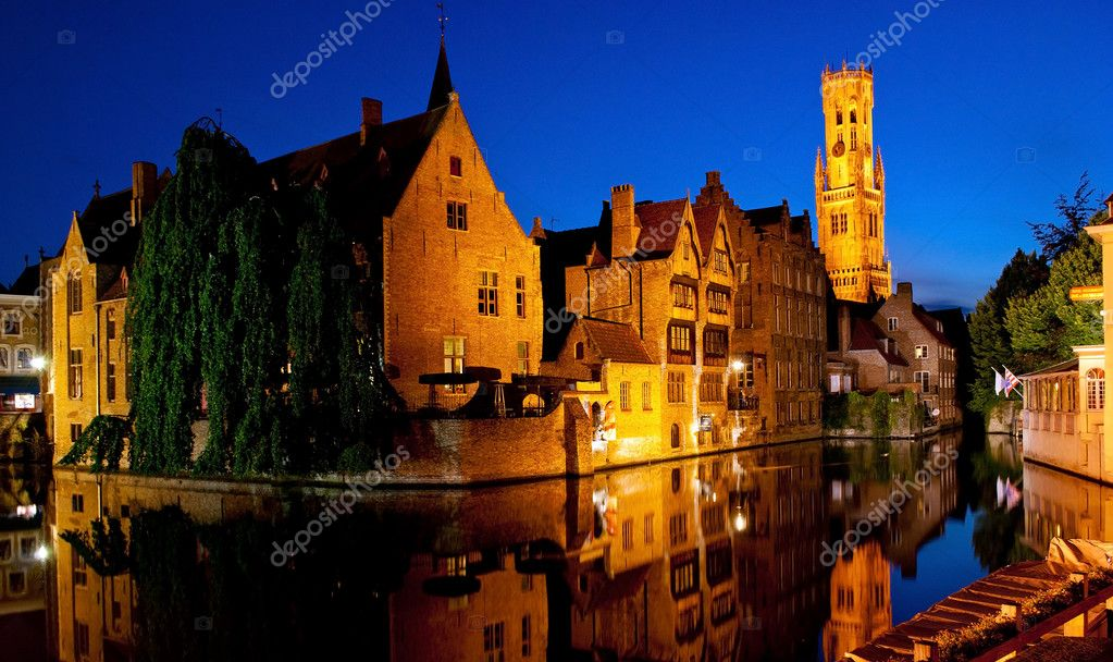 Night Brugge. View from the Rozenhoedkaai — Stock Photo #7307177