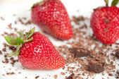 Appetizing fresh strawberries with grated chocolate — Stock Photo
