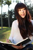 A smiling Asian student is studying. — 图库照片