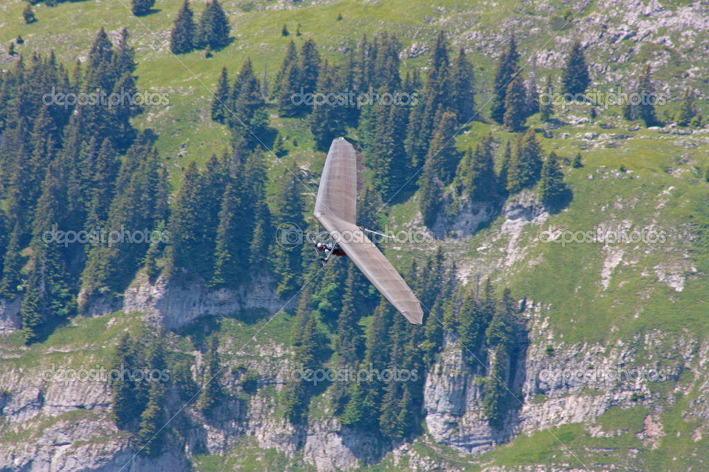 Hang gliding in Swiss Alps, Fiesh, Switzerland — Stock Photo #6819274