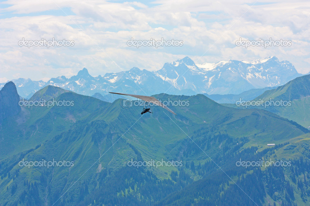 Hang gliding in Swiss Alps, Fiesh, Switzerland — Stock Photo #6819384