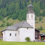 Beautiful church in alpine landscape — Stock Photo