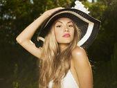 Zarif bayan şapka — Stok fotoğraf