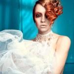 beyaz-kırmızı saçlı kadın — Stok fotoğraf
