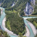 ������, ������: Glacier Express drives besides river Rhine bend