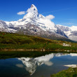 Matterhorn reflects in mountain lake — Stock Photo