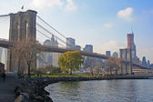 Brooklyn bridge on a sunny afternoon — Stock Photo