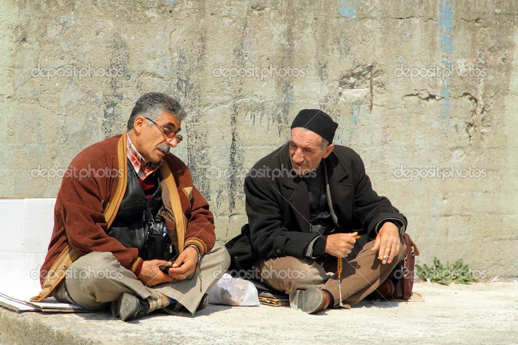 Turkish men in Istanbul chatting sitting on the street having a chat and relax — Stock Photo #7103712