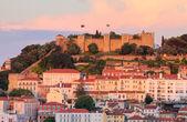 Castle Sao Jorge at sunset in Lisboa, Portugal — Stock Photo