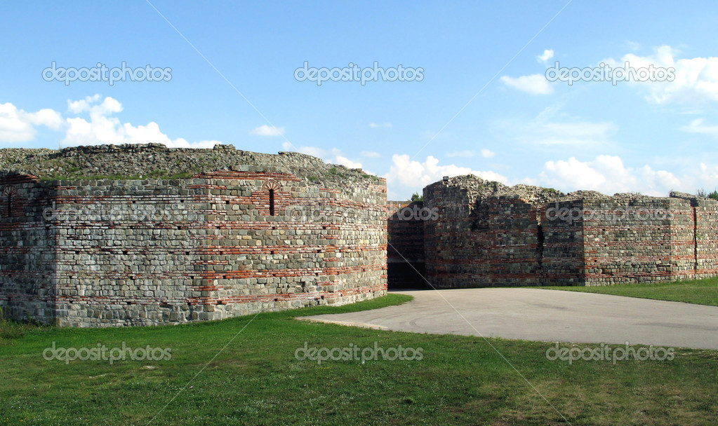 Ancient roman fortress (IV century)  — Stock Photo #7184483