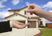 Handing Over the House Keys in Front of New Home — Stock Photo