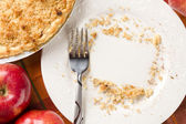 Overhead of Pie, Apples and Copy Spaced Crumbs on Plate — Stock Photo