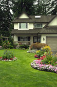 Manicured Home and Yard — Foto Stock