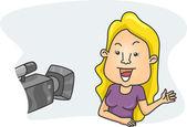 Chica delante de una cámara — Foto de Stock