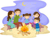 家庭篝火晚会 — 图库照片