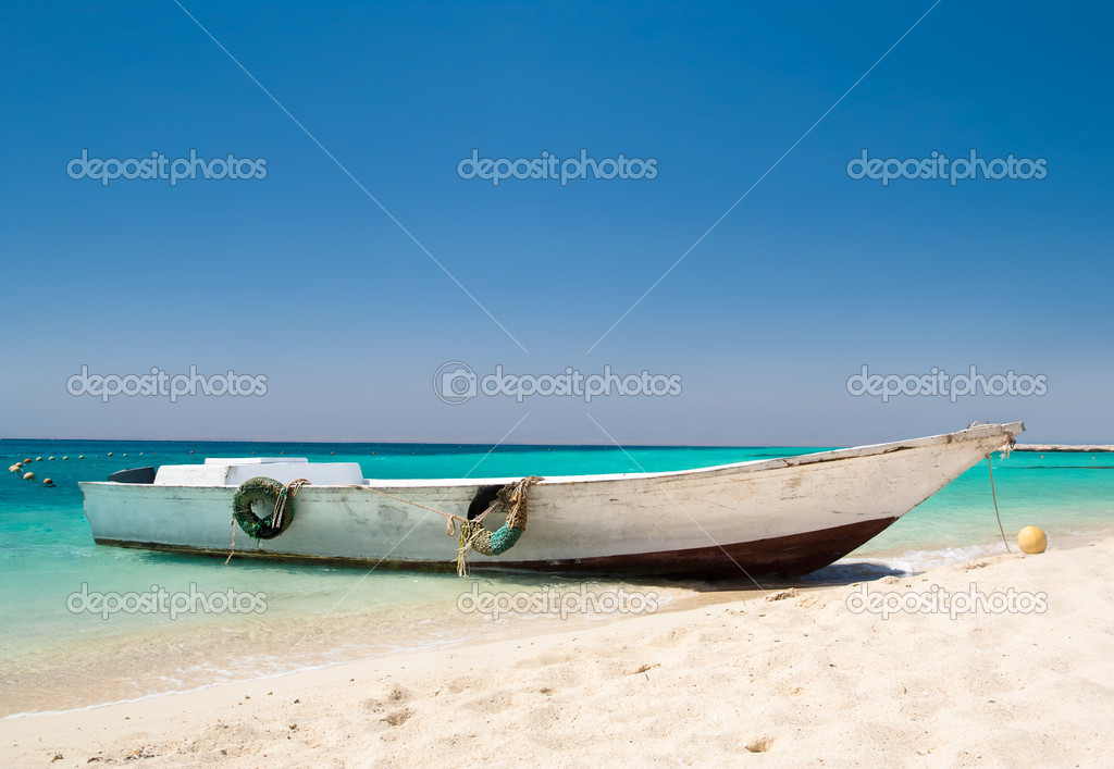 Boat by the shore at Egypt against beautiful clear blue sky — Stock Photo #7289140