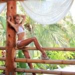jong en sexy bikini model — Stockfoto