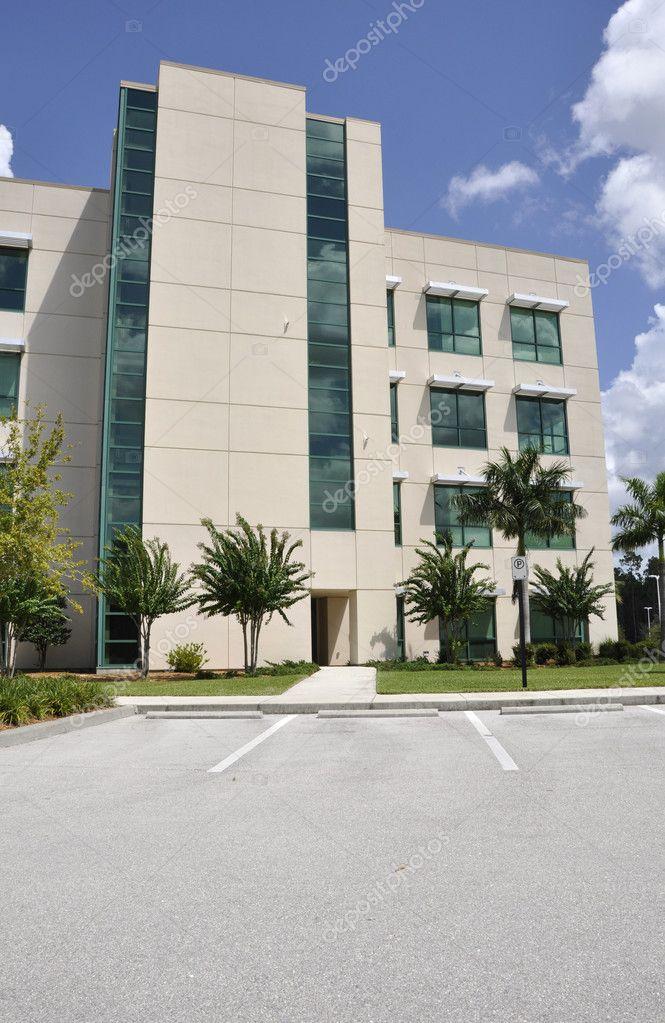 Moderne ziekenhuis buitenkant stockfoto 6757643 - Moderne buitenkant indeling ...