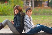 Teenage boy and girl spending time together in the park — Foto Stock