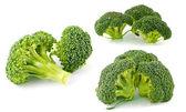 Piezas de brócoli fresco, crudo, verde, cortadas y listas para comer — Foto de Stock