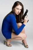 Kadın holding silahı — Stok fotoğraf