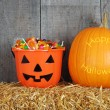 Foto Stock: Happy halloween pumpkin and candy
