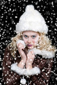 сексуальная женщина с снег — Стоковое фото