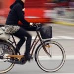 Biker in city traffic — Stock Photo