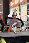 Traditional Latvian folk dancing — Stock Photo