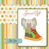 Gelukkige verjaardagskaart met een olifant verborgen in een schoen — Stockfoto