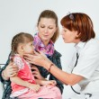 A doctor examines a child — Stock Photo