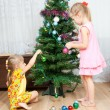 Children decorate the Christmas tree — Stok fotoğraf