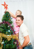 The family decorated the Christmas tree — Stock Photo