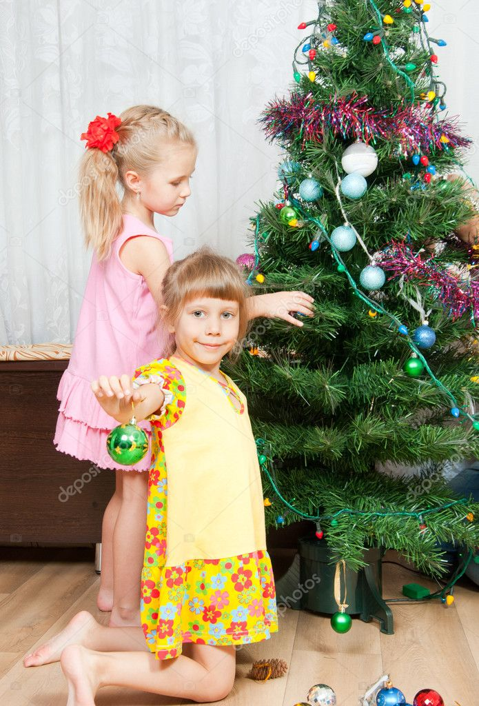 Two girls decorate the Christmas tree — Stock Photo #7415284