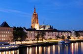 Zobacz w Frankfurt nad Menem w zmierzchu, Niemcy — Zdjęcie stockowe