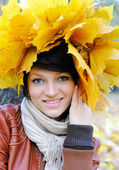 Girl in autumn — Stock Photo