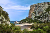 Cliffs at idylic beach coast hiliday paradise — Stock Photo