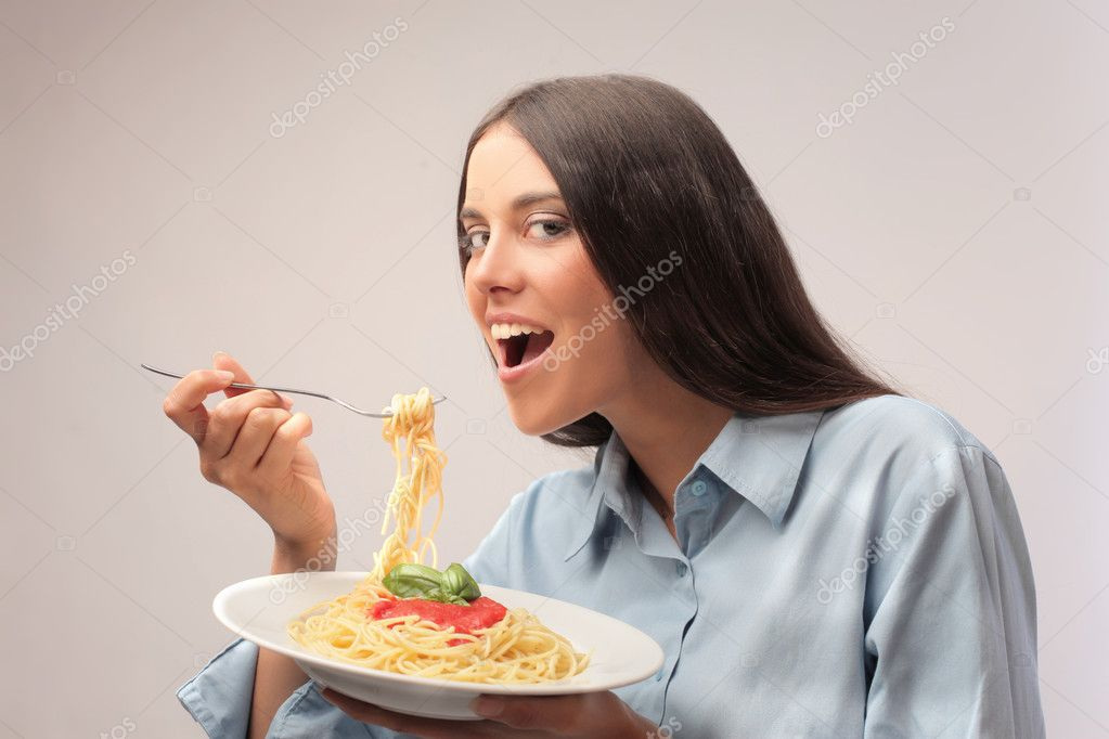 Beautiful woman eating spaghetti — Stock Photo #7261265