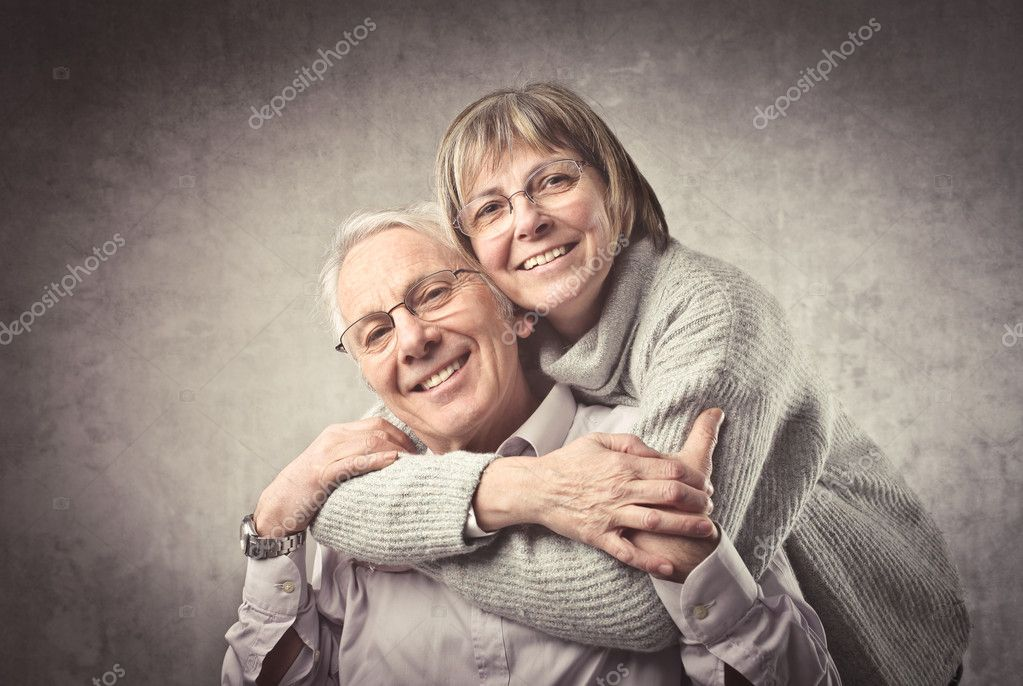 Smiling senior couple hugging — Stock Photo #7261314