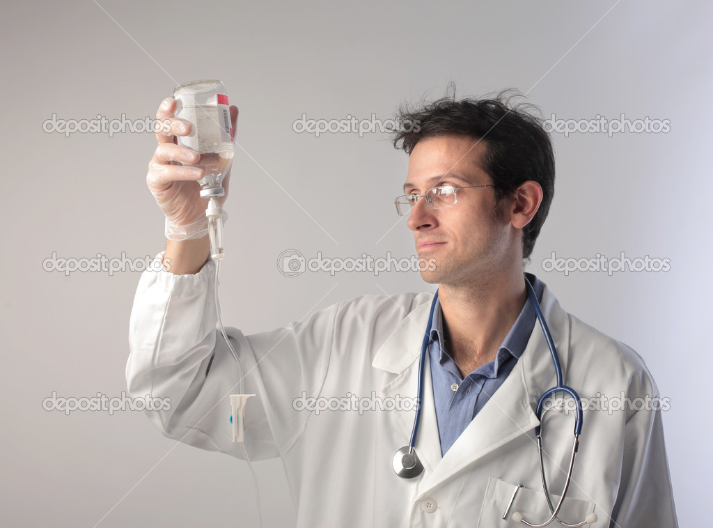 Doctor checking the content of a drip — Foto Stock #7261785