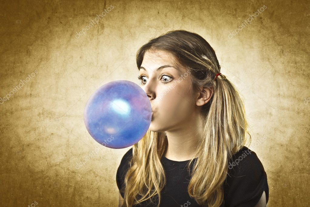 Young woman making a bubble with a chewing gum — Stock Photo #7291642