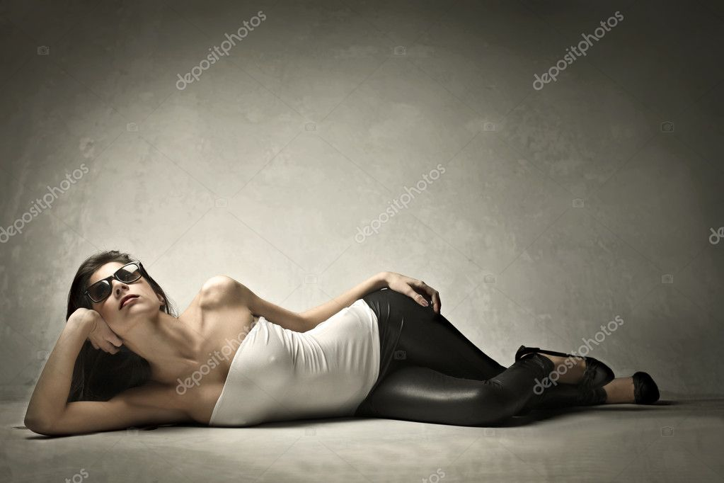 Beautiful elegant woman posing — Stock Photo #7681008