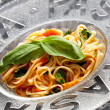 Spaghetti with tomatoes and basil — Stock Photo #7566966